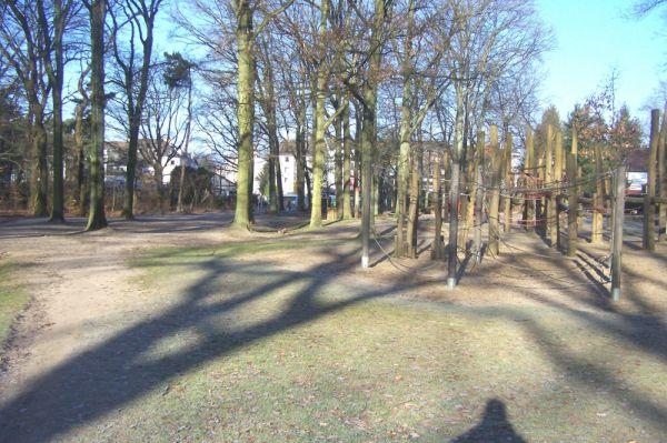 Waldspielplatz-im-winter2