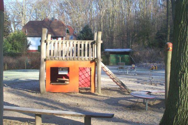 Waldspielplatz-im-winter