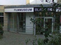 Eingang Filmmuseum + Kino